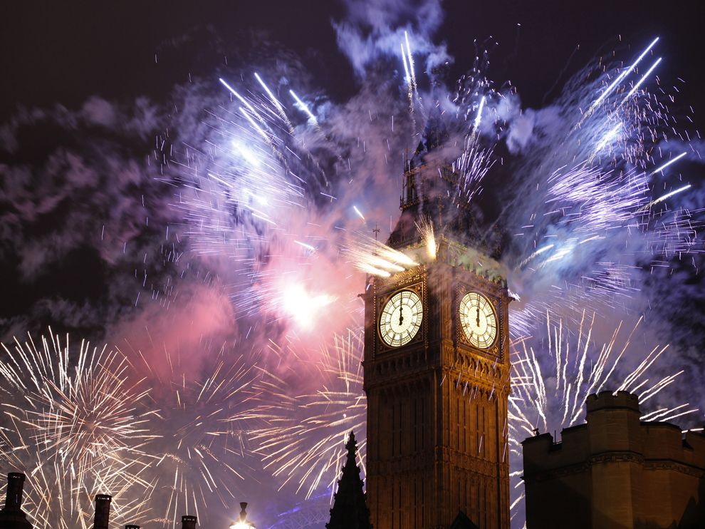 new-year-fireworks-london-england_62629_990x742
