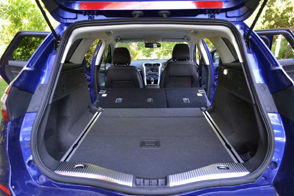 2016-ford-mondeo-trend-wagon-expanded-luggage-space